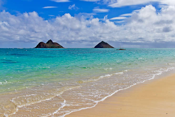 The-Mokes-White-Sandy-Beach-Lanikai-Oahu-vacation-rental.jpg